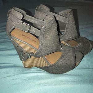 Gianni Bini Wedge Sandal, Sz 9.5, Gray